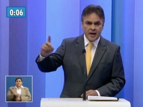 Foto de Cássio Cunha Lima em um debate
